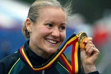 Benita Johnson (AUS) shows off her gold medal (Getty Images)