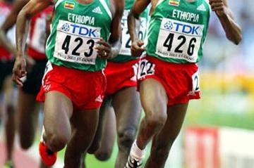 Kenenisa Bekele and Haile Gebrselassie in the men's 10,000m final (Getty Images)
