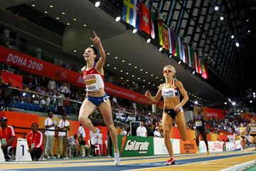 Mariya Savinova (L) of Russia crosses the line to win the women's 800m gold medal with Jennifer Meadows (GBR) in silver (Getty Images)