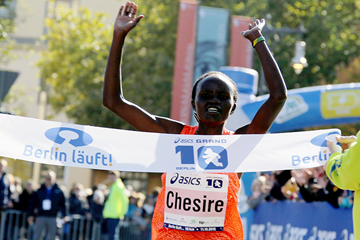 Gladys Chesire wins the Asics Grand 10 Berlin (Berlin Runs / Thomas Wenning)