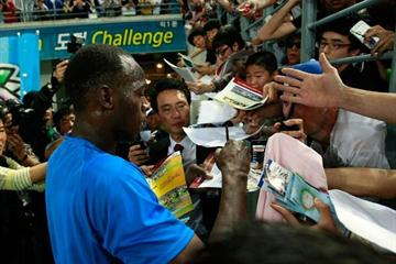 Youth Olympic Games Ambassador Usain Bolt signing autograph after the 2010 Daegu World Challenge meeting (Getty Images)