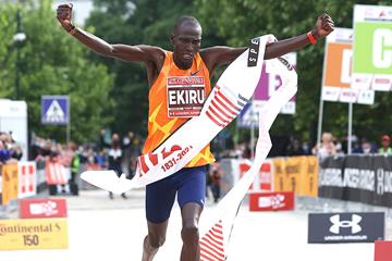 Titus Ekiru wins the Milan Marathon (Giancarlo Colombo)
