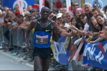 Moses Mosop wins the 2009 Media Blenio Grand Prix Road race (Lorenzo Sampaolo)