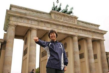 Yoko Shibui at Berlin's Brandenburg Gate (Victah Sailer)