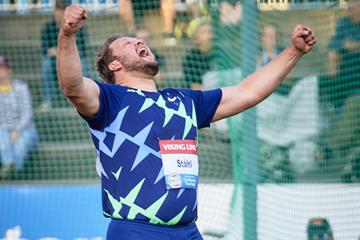 Daniel Stahl celebrates his discus victory at the World Athletics Continental Tour meeting in Turku (Ville Vairinen)