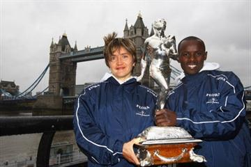Samuel Wanjiru (R) of Kenya and Irina Mikitenko (L) of Germany pose together during the Flora London Marathon Winner's Photocall at Tower Bridge in London, (Getty Images)