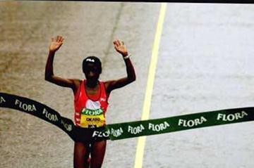 Margaret Okayo crosses the finish in the 2004 London Marathon (Getty Images)