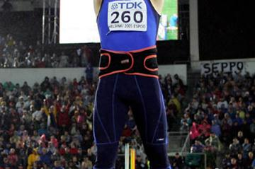Andrus Varnik of Estonia celebrates after throwing 87.17m (Getty Images)