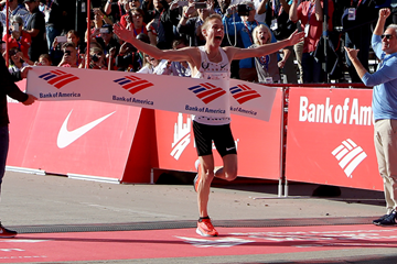 Galen Rupp wins the Chicago Marathon (Getty Images)