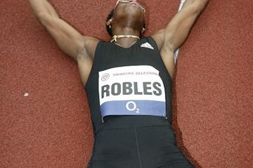 Dayron Robles exhausted following his 12.87 World record in Ostrava (graf.cz)