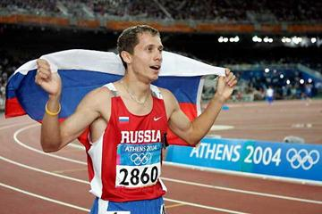 Yuriy Borzakovskiy after winning the Olympic title in Athens (Getty Images)