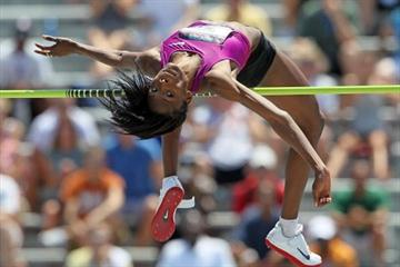 Chaunte Howard Lowe clears 2.05m Area record in the 2010 USATF Nationals in Des Moines (Getty Images)