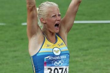 Carolina Kluft of Sweden celebrates after the Javelin Throw of the Heptathlon (Getty Images)