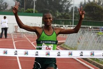Coolboy Ngamole on the way to the South African Marathon title (Mark Ouma)