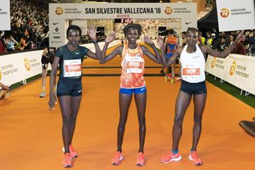 The Madrid 10km women's podium: winner Brigid Kosgei (c), runner-up Hellen Obiri (r) and Tirunesh Dibaba (l) (Organisers)