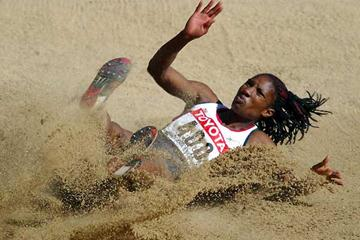 Denise Lewis (GBR) in the long jump competition of the World Champs Heptathlon in Paris 2003 (Getty Images)