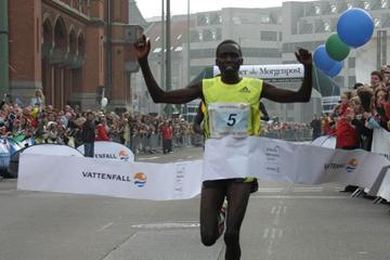 An auspicious 59:34 half marathon debut for Bernard Kipyego in Berlin (Wolfgang Weising/Vattenfall Berlin Half Marathon)