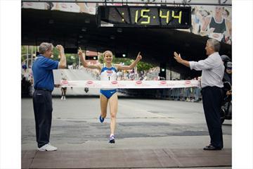 Benita Johnson wins the 2008 Freihofer's Run for Women (Jeff Foley - www.JeffFoley.com)
