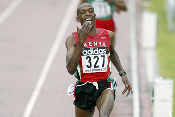 Augustine Choge of Kenya wins the 3000m at the 2003 IAAF World Youth Championships in Sherbrooke (Getty Images)