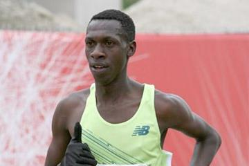 Simon Ndiragu en route to his Dallas 8km win (Victah Sailer)