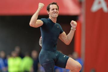 Renaud Lavillenie wins again at the Paris Diamond League (Jean-Pierre Durand)