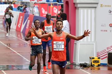 Abdiwak Tura wins the Shanghai Marathon (AFP / Getty Images)