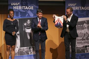 IAAF Heritage: Gail Devers hands over her Stuttgart 1993 World Championships singlet to Seb Coe and Jon Ridgeon at IAAF/LOC Dinner, IAAF World Relays Yokohama 2019 (Roger Sedres for the IAAF)