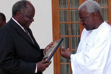 l to r: President Mwai Kibaki of Kenya receives plaque from Lamine Diack in Nairobi (c)