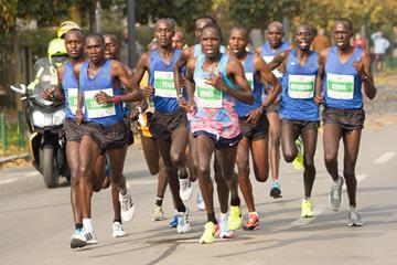 Men's lead pack after 20km at the 2017 Ljubljana Marathon (Bob Ramsak)