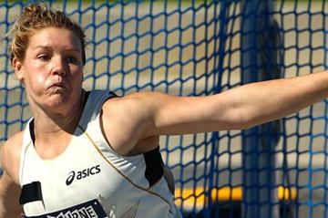 Dani Samuels throwing at the 2012 Australian Championships (Getty Images)