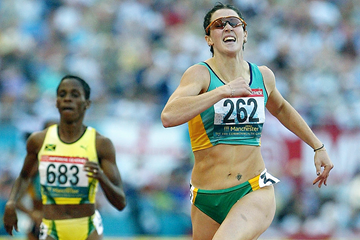 Jana Pittman of Australia wins the women's 400m hurdles in Manchester (© Allsport)