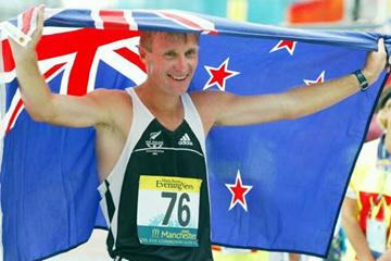 Craig Barrett (NZL) celebrates his Commonwealth 20km silver medal (Getty Images)