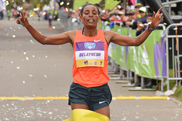 Belaynesh Oljira wins the Carrera de la Mujer (Organisers)