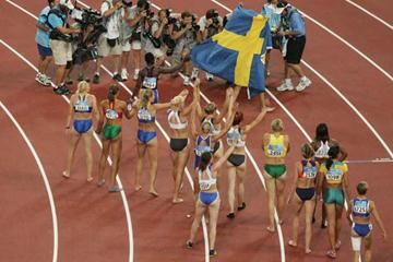 Heptathletes celebrate their participation in the Athens Olympic Games (Getty Images)