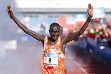 Lawrence Cherono winning the 2017 Amsterdam Marathon (AFP/Getty Images)