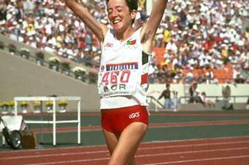 Rosa Mota of Portugal wins the 1988 Olympic Marathon (Getty Images)