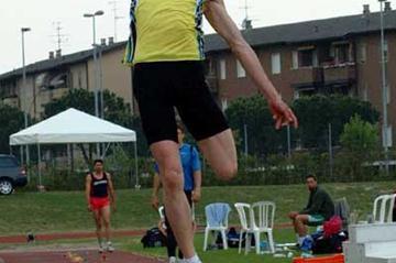 Dmitry Karpov (Kazakistan) long jumping in Desenzano del Garda (Lorenzo Sampaolo)