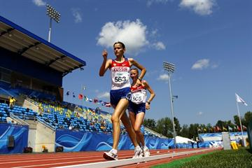 Russia's Elena Lashmanova leads from team mate Anna Lukyanova in the 10,000m walk (Getty Images)