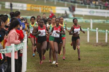 Winfred Mbithe leads the junior women's race at the IAAF World Cross Country Championships, Guiyang 2015 (Getty Images)