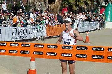 Nathan Deakes breaks the World record for the 50km Race Walk in Geelong (Andrew Hair - TEAM)
