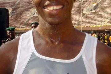 John Korir (KEN) after winning the 2004 Lagos Half Marathon (Saletti)