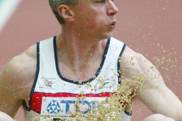 Jonathan Edwards qualifies for the men's triple jump final (Getty Images)