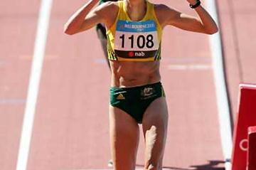 Kerryn McCann of Australia win golds ahead of Hellen Cherono Koskei of Kenya in Melbourne (Getty Images)