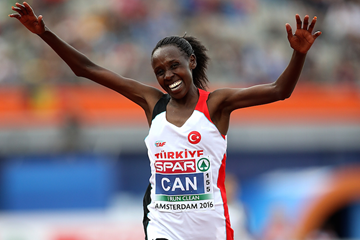Yasemin Can of Turkey celebrates winning the women's 10,000m at the European Championships (Ian MacNicol/Getty Images)
