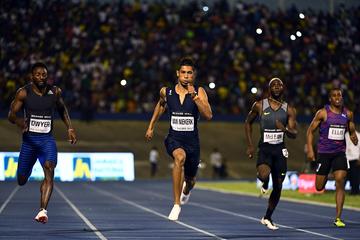 Wayde van Niekerk wins the 200m at the Racers Grand Prix in Kingston (AFP / Getty Images)