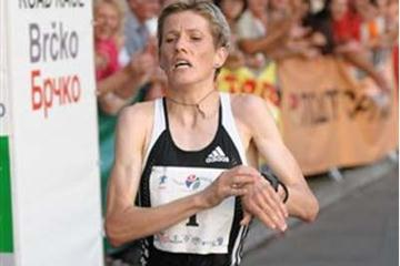 Olivera Jevtic wins women's race at the 2008 Vidovdan 10k (organisers)