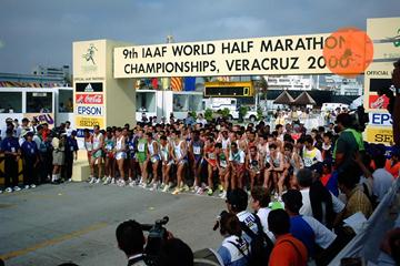 The start of the men's race at the 2000 IAAF World Half Marathon Championships (© IAAF)