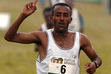 Ethiopia's Abebe Dinkesa takes win in Seville (Juan Rodelas Diaz)
