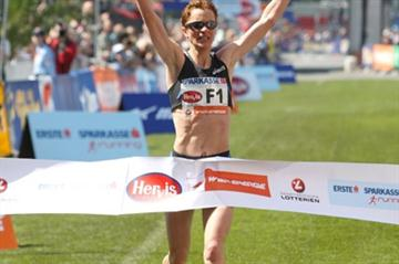Luminita Talpos winning the Vienna Marathon (Victah Sailer)