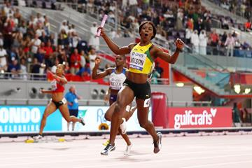 Shericka Jackson anchors the Jamaican squad to the women's 4x100m relay title at the IAAF World Athletics Championships Doha 2019 (Getty Images)